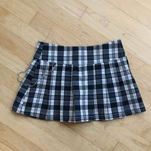 Dresses & Skirts - Y2k vintage plaid mini skirt with chain